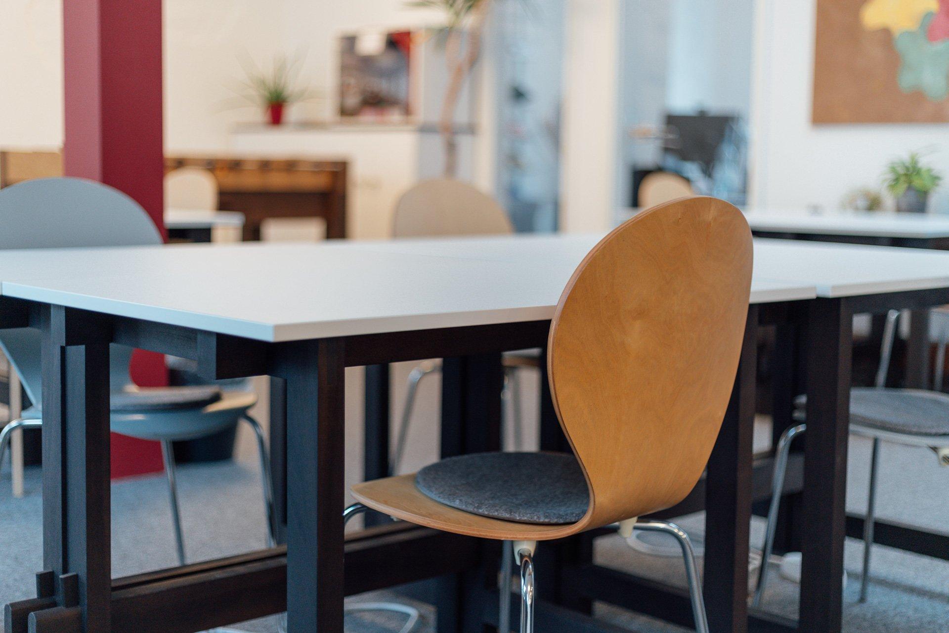 Flex Desks am Fenster
