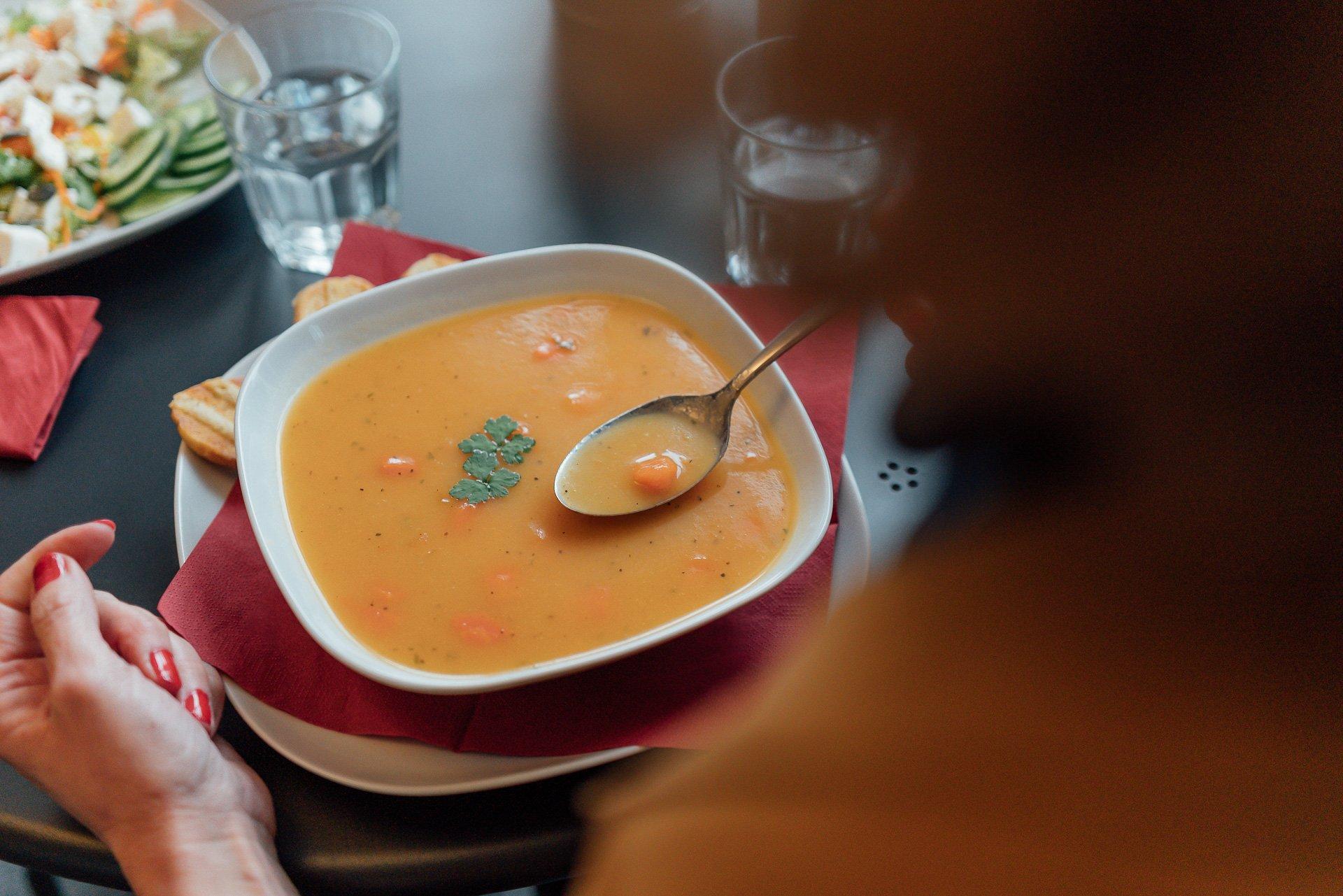 Suppe im Café Analog