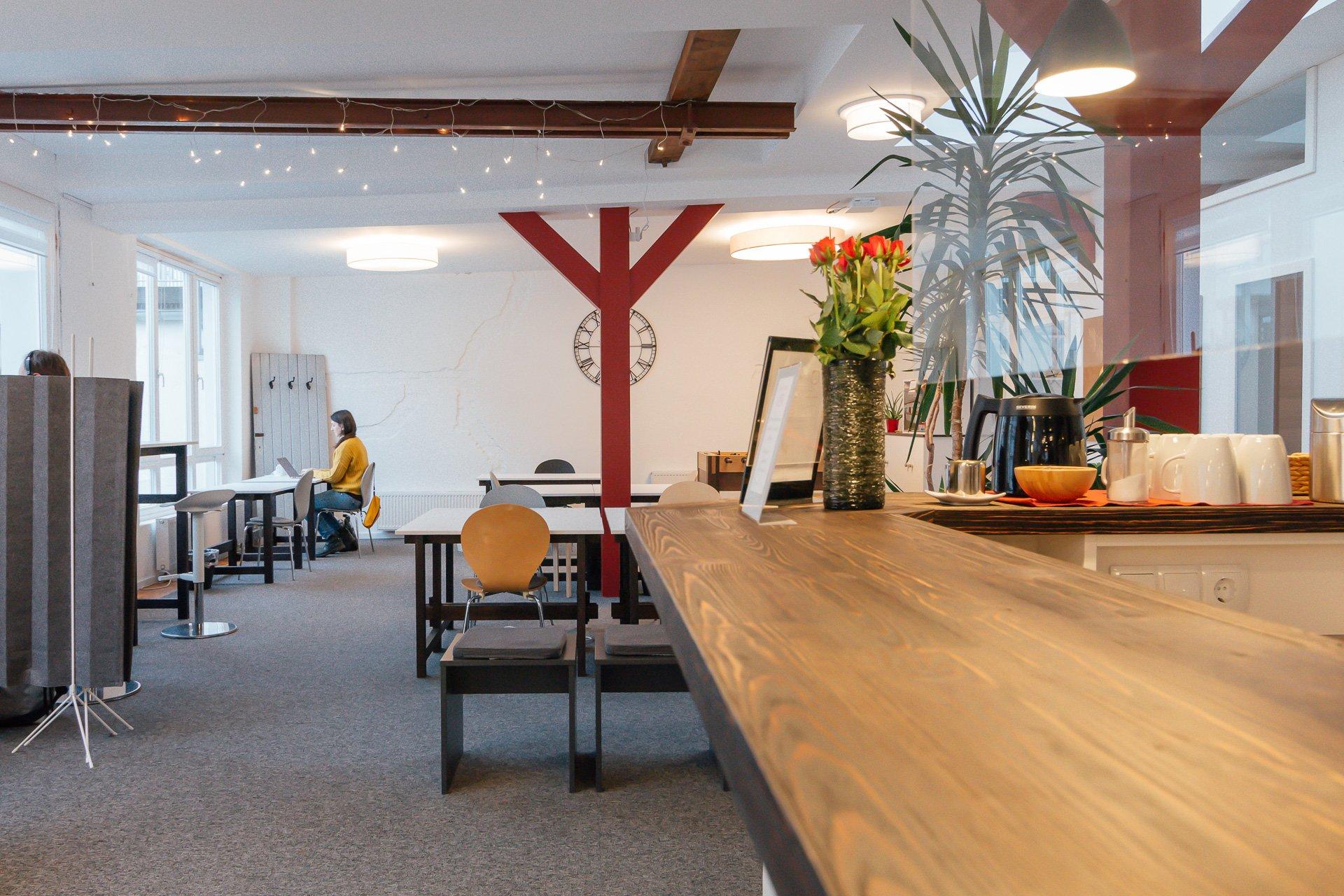 Open Space mit Flex Desk Bereich